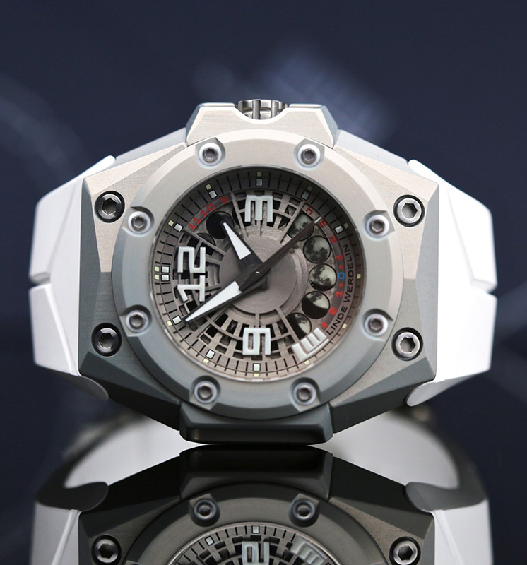 Linde Werdelin Oktopus II Moonlite Watch Front