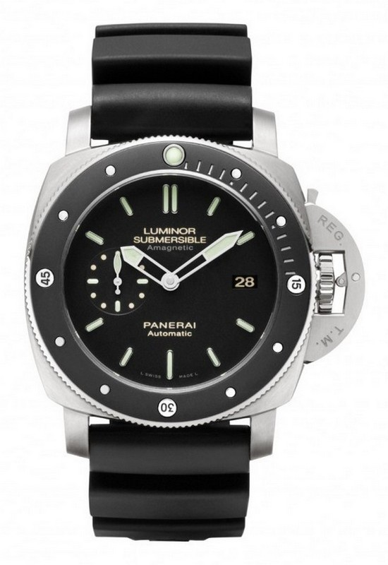 Panerai PAM 389 Luminor Submersible Amagnetic Diving Watch Front