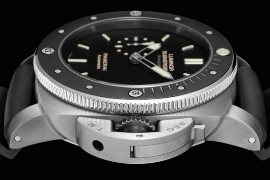Panerai PAM 389 Luminor Submersible Amagnetic Diving Watch Side