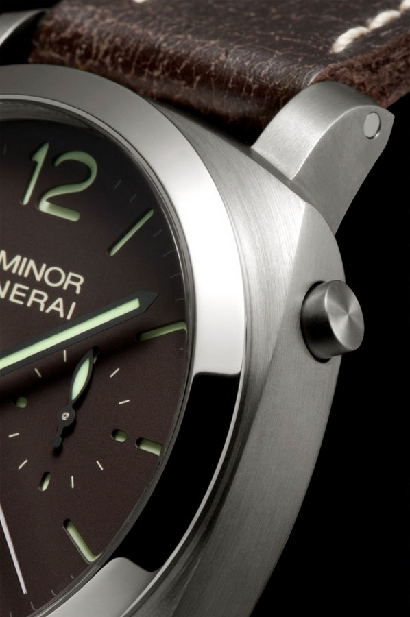 Panerai Luminor 1950 Chrono Monopulsante Left-handed 8 Days Titanio 44mm PAM00345 Watch Detail