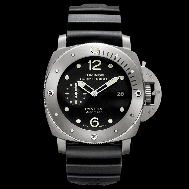 Panerai Luminor Submersible 1950 3 Days Automatic Titanio PCYC 10  Years Watch Dial