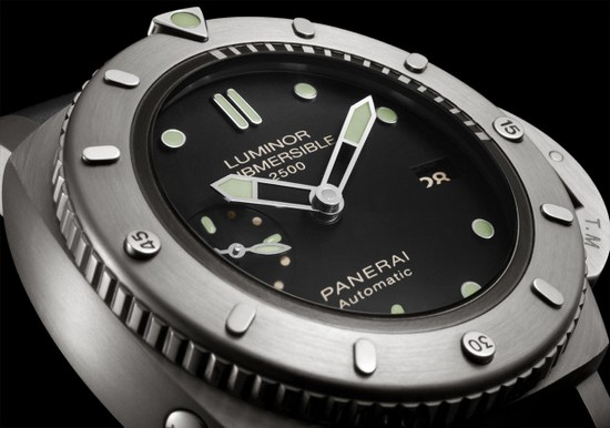 Panerai PAM 364 Luminor Submersible Titanio Watch Dial